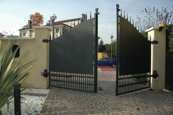Cancello A Due Ante Battenti.Automazioni Basilico Lazzate Cancelli Automatici Basilico